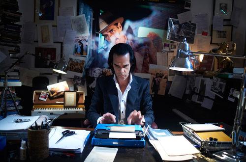 Nick Cave im kreativen Prozess: Vor der Performance steht das tägliche, rastlose Schreiben. © Rapid Eye Movies